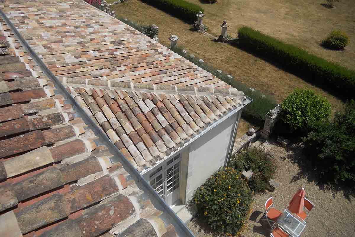 Travaux de couverture réalisés par l'entreprise François Cellier, spécialiste de la rénovation du bâti ancien en Charente Maritime