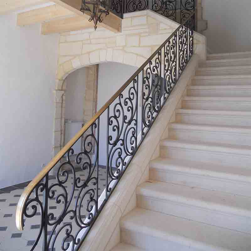 Taille de pierre escalier réalisation François Cellier - rénovation du bâti ancien en Charente Maritime
