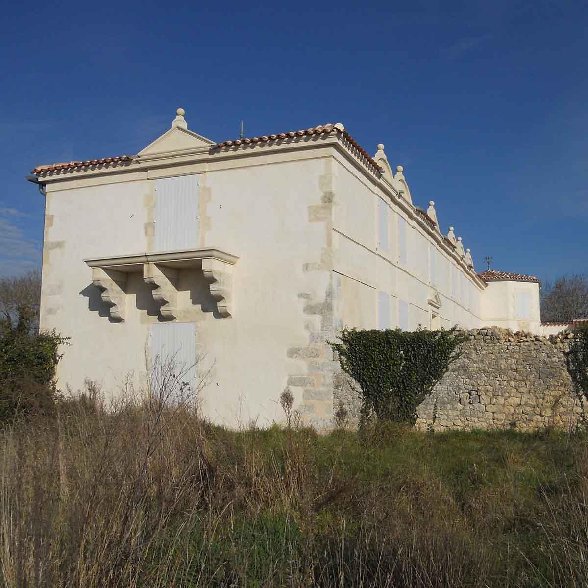 façade avec taille de pierre