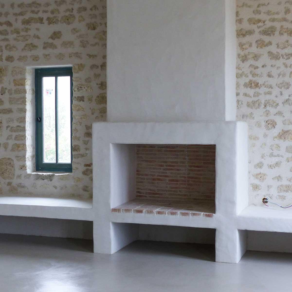 maçonnerie inrérieur et cheminée béton - réalisation François CELLIER, rénovation du bâti en Charente Maritime