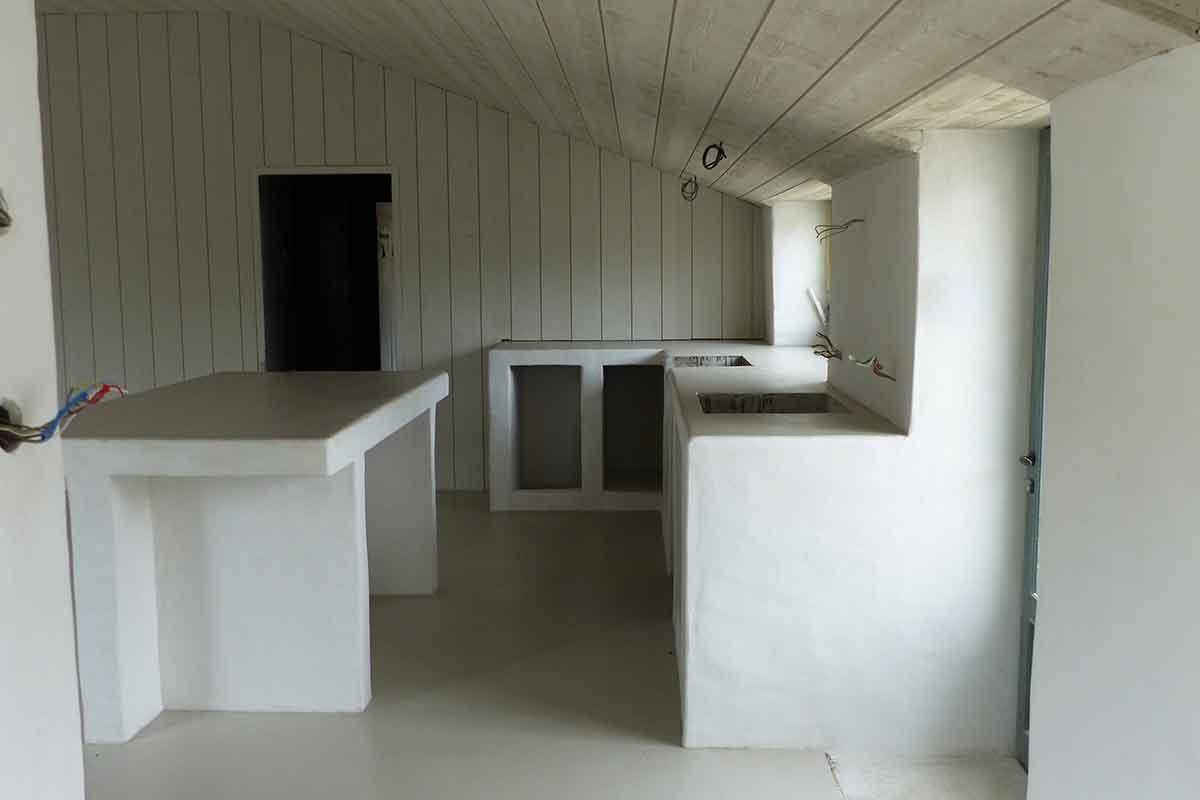 meuble en béton réalisé par l'entreprise François CELLIER, spécialiste de la rénovation du bâti ancien en Charente Maritime